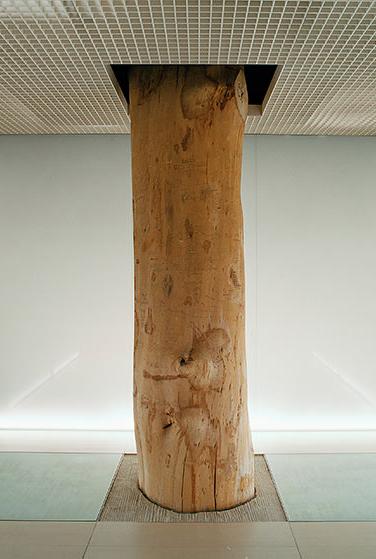 © Andreas Duscha. MUC, Airport Munich Franz Josef Strauss Aus der 24-teiligen Serie «Places of Worship» (Orte der Andacht), 2009–2011 Leuchtkasten, 42,5 × 50 cm, Sammlung Lenikus